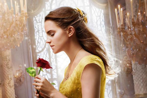 Emma Watson berperan sebagai Belle di Beauty And The Beast
